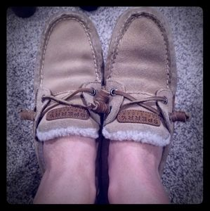 Sperry boat shoe with fur